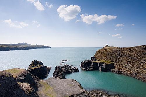 Muuk-adventures blue lagoon, sea swimming wales, open water swimming wales, open water swimming pembrokeshire, blue lagoon coasteering