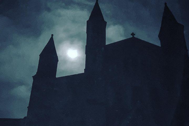 MUUK-Adventures St Davids Cathedral, Hiking Holidays, Adventure Wales
